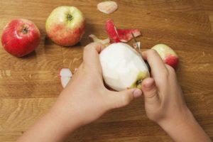 sbucciare-una-mela